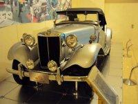 В экспозиции музея представлены классические автомобили из США, Европы и Азии. Здесь можно встретить как редкие авто начала прошлого века, так и более поздние шедевры автомобильной промышленности.